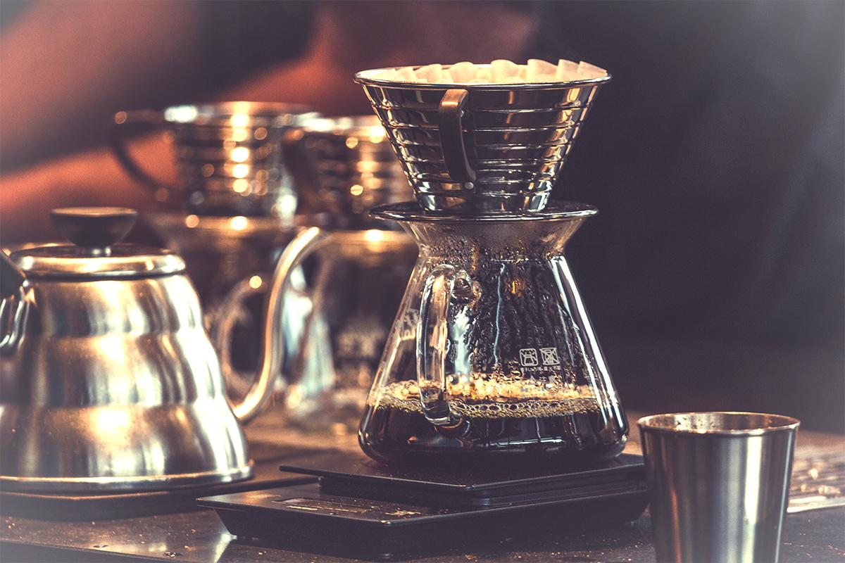 コーヒーポットとコーヒーサーバーとドリッパー