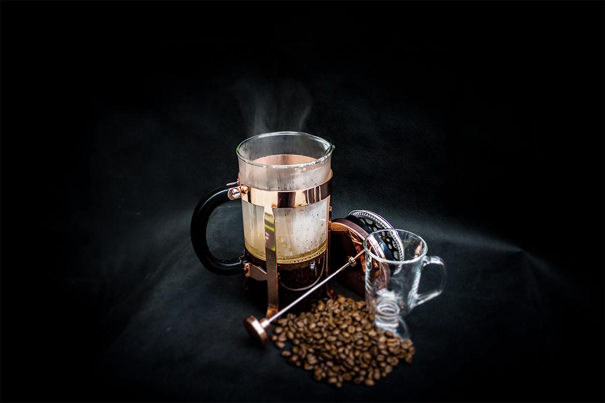 コーヒー豆とフレンチプレス
