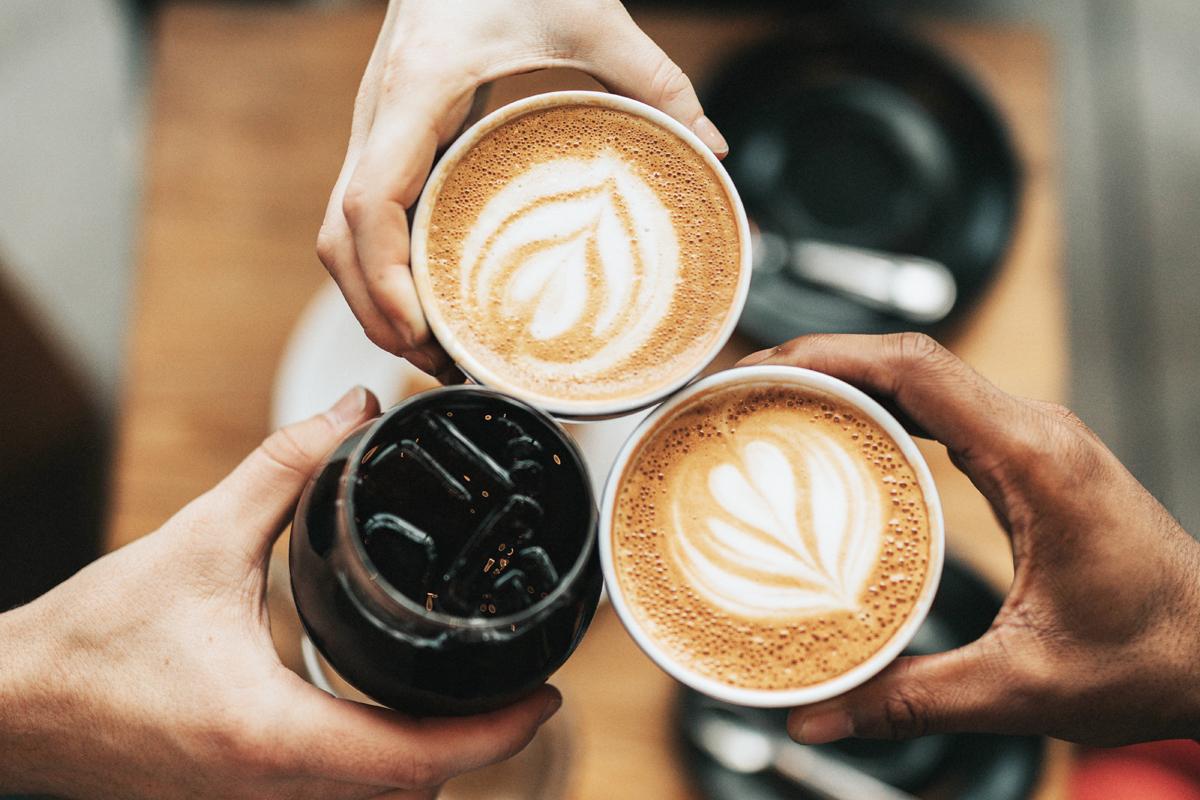 カップに入った3杯のコーヒー